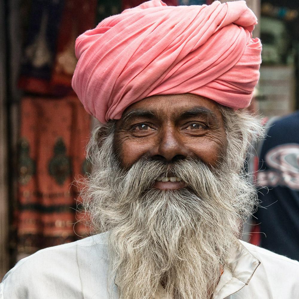 Hindu i tradsjonelt hodeplagg og velstelt skjegg, en blid representant for Indias over én milliard mennesker. Foto: Pixabay