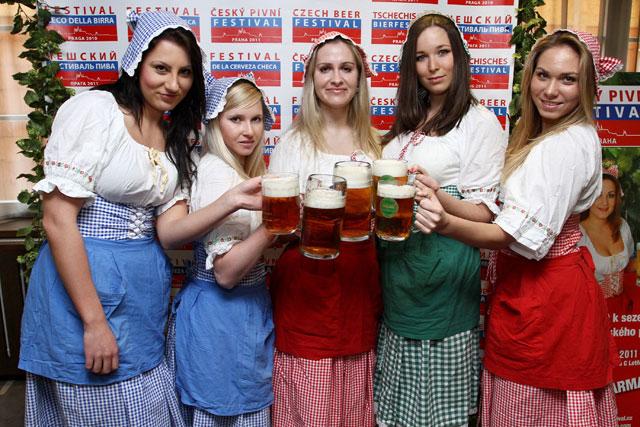 2012-04-30 Tsjekkia festivaler bierfestival_i_praha.jpg