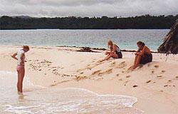 3 på stranden0506