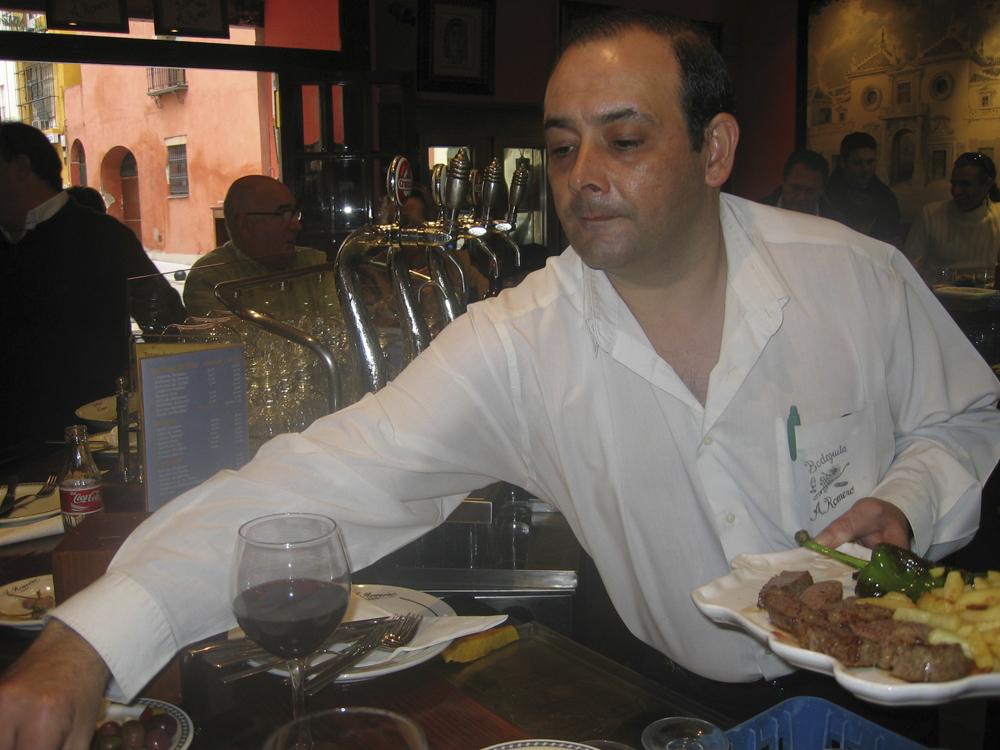 Andalucia Grisehistorie 0706 Serverer