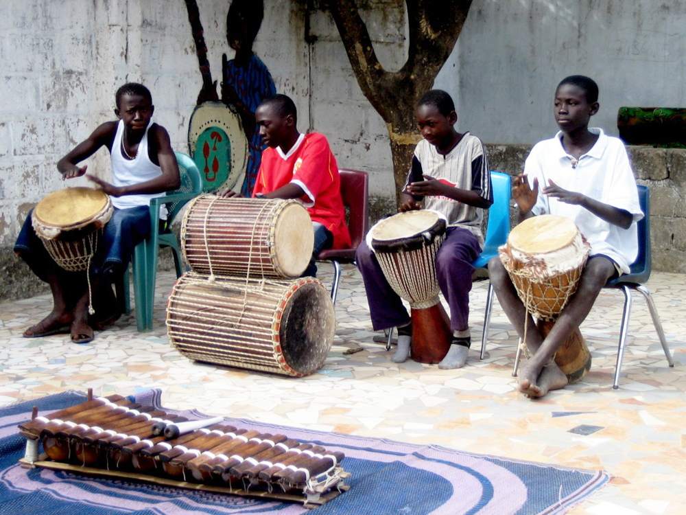 Gambia Ansvarlig turisme 1004 Trommer