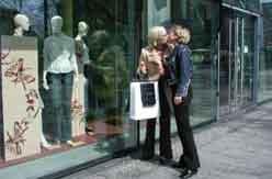 Kvinner kysser 0105