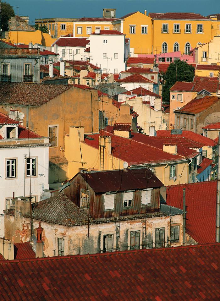 Lisboa 0606 Alfama Gule hus