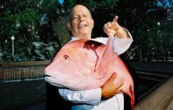 Mann med fisk0905