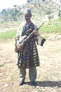 Mann med gevær 0904