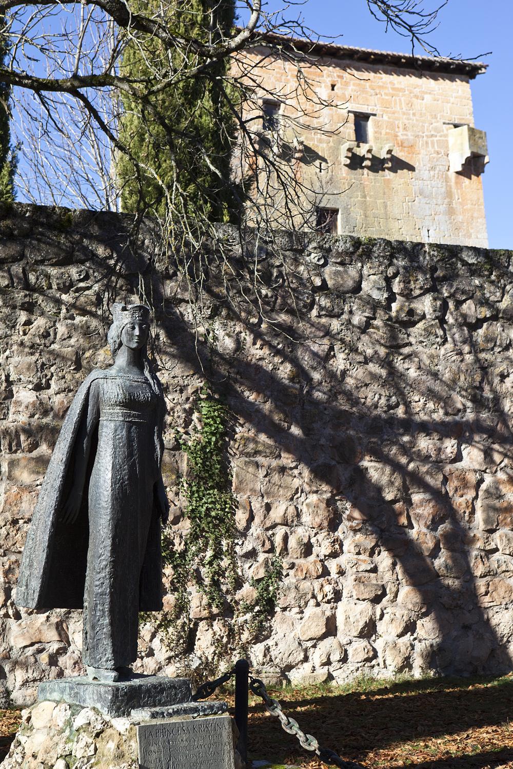 Pilegrimsveier 2011-10-28 Kristina av Tunsberg  Statue