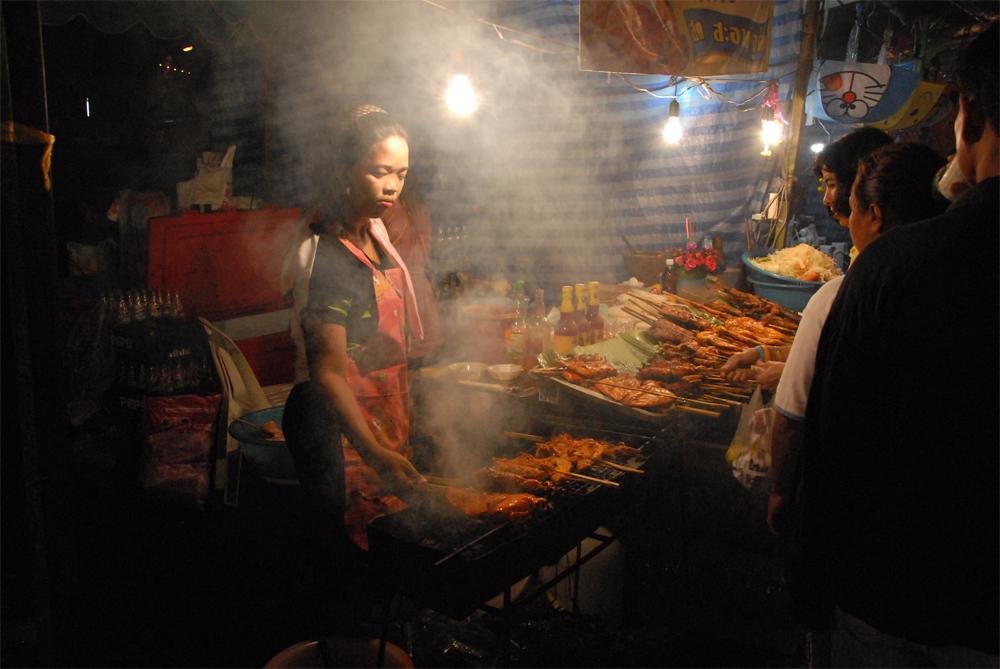 Thailand feirer, danser og drømmer