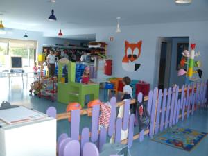 Her er en av barnepassklubbene i Martinhal. Barna trives så godt her at når foreldrene kommer for å hente barna, får de spørsmålet- Kan jeg komme tilbake hit imorgen? Foto: Cristina Maria Solem