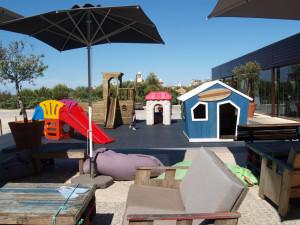 En av de mange lekeplassene som er spredt rundt i Martinhal-landsbyen. Foto: Cristina Maria Solem