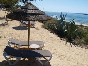 Her kan man lese en bok i fred og ro i noen timer utenfor Martinhals Beach Hotel & Resort, Algarve
