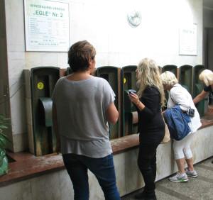 Her tester vi det såkalte mirakelvannet i Druskininkai.. Foto: Harald Bråthen