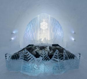 Iskald minimalisme med frostet is på Icehotellet.