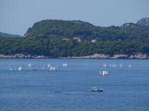 Utsikt til seilbåtkurs i Adriaterhavet utenfor Valamar President Hotel i Dubrovnik. Foto: Cristina Maria Solem