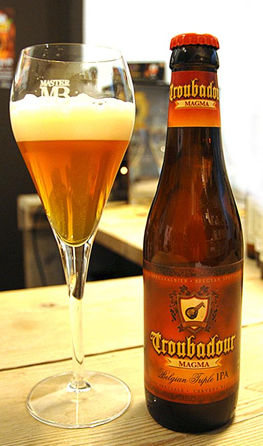 Et glass Troubadour er velkomsten til Stijn Depoorteres ølbutikk i Flandern.