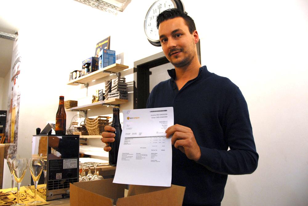 Her er fakturaen som skal sendes til Norge, en kunde som setter pris på mørkt øl fra et munkebryggeri som ikke har etikketter på flaskene sine.