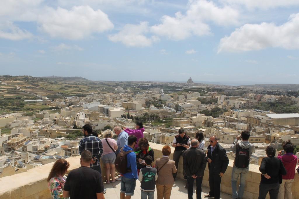 Malta: Fototurister i byen Mdina. Foto: Yvette-Marie Solem