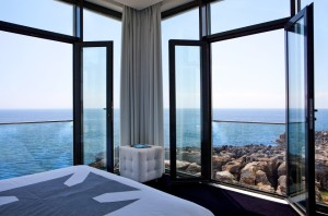 Et av de lekre rommene hos Farol Design Hotel. Foto: hotellet
