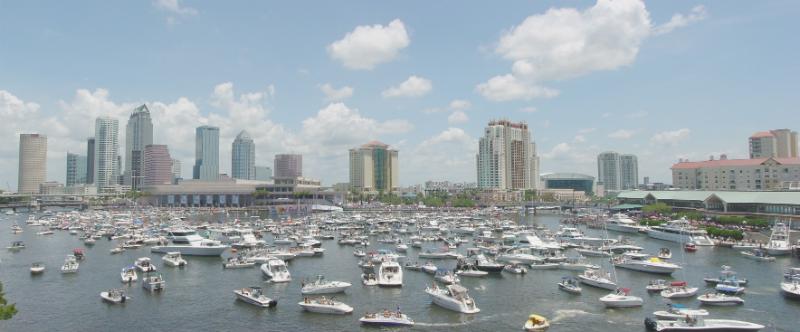 Liker du storbyer og kjører rundt på Vestkysten vil du sannsynligvis havne i Florida og Tampa, en typisk aktiv storby i USA. Foto: Homestead