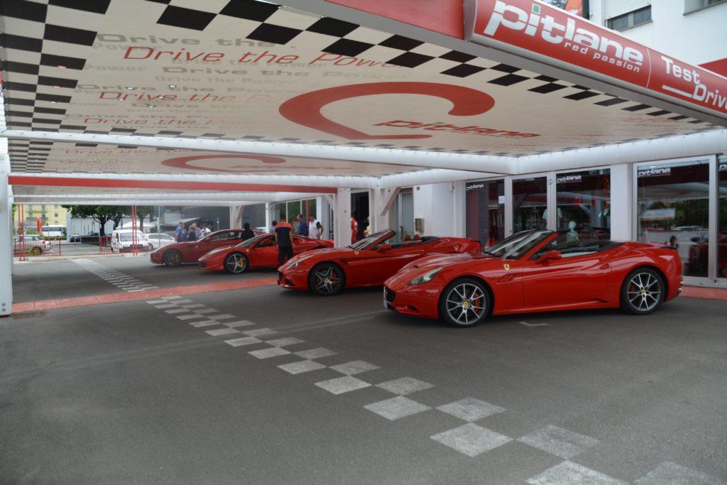 Utenfor Bologna I Maranello finner du Ferrarifabrikken. Her står bilene klare til testkjøring. Foto: Yvette-Marie Solem