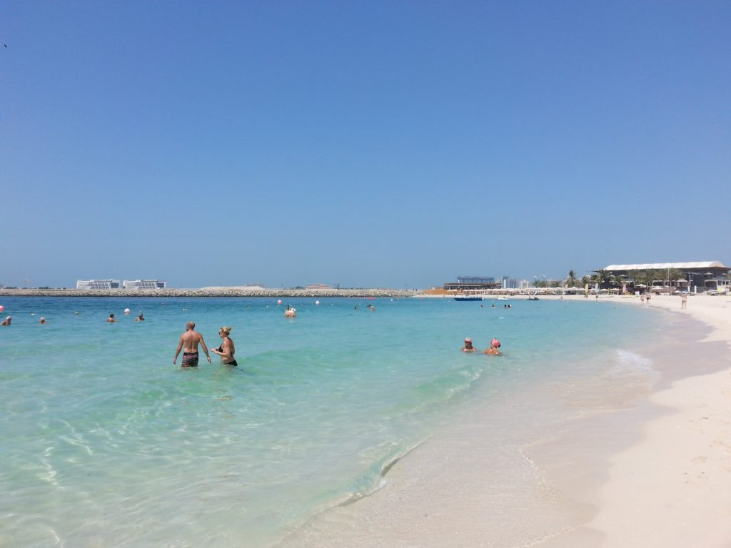 Dubai: Jumeirah Beach har krystallklart vann. Foto: Yvette-Marie Solem