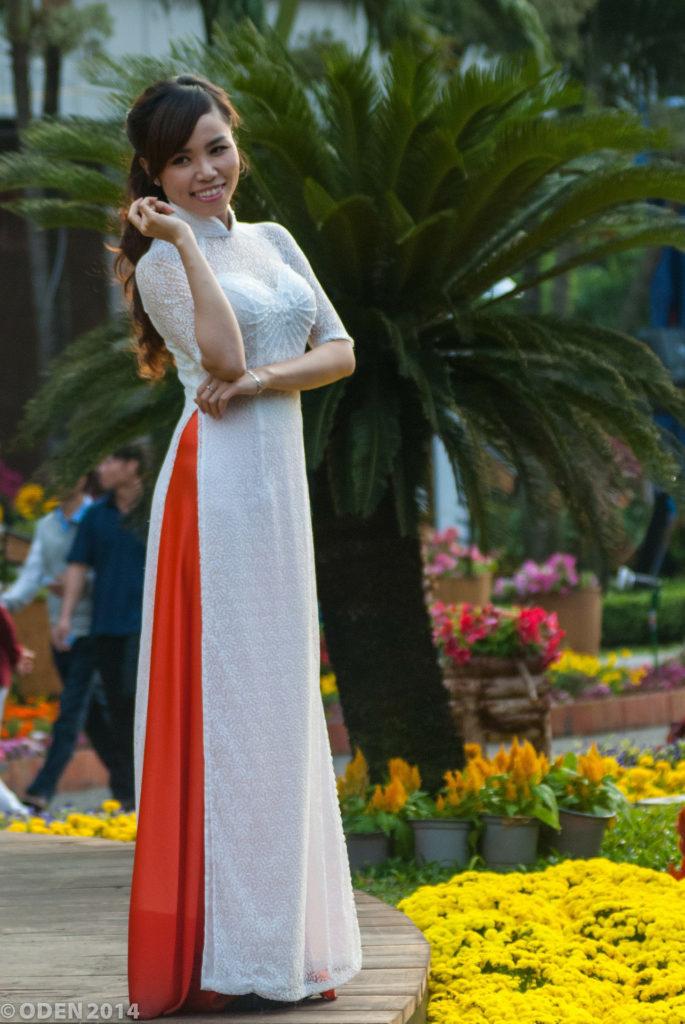 Dagligdags antrekk å se i Saigon. Mange kvinner ikler seg tradisjonelle drakter.