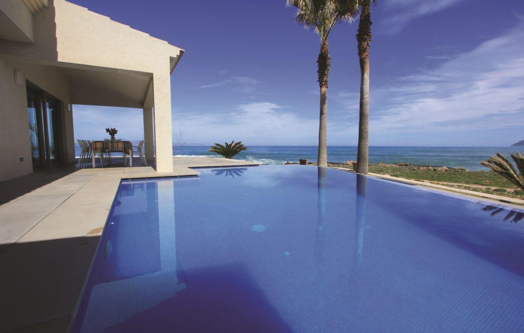 Mallorca: Lekker feriehus med infinity pool. Foto: Novasol