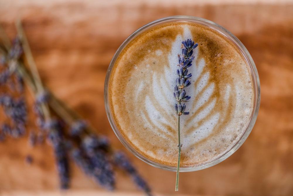 En Lavendar latte på Brass.