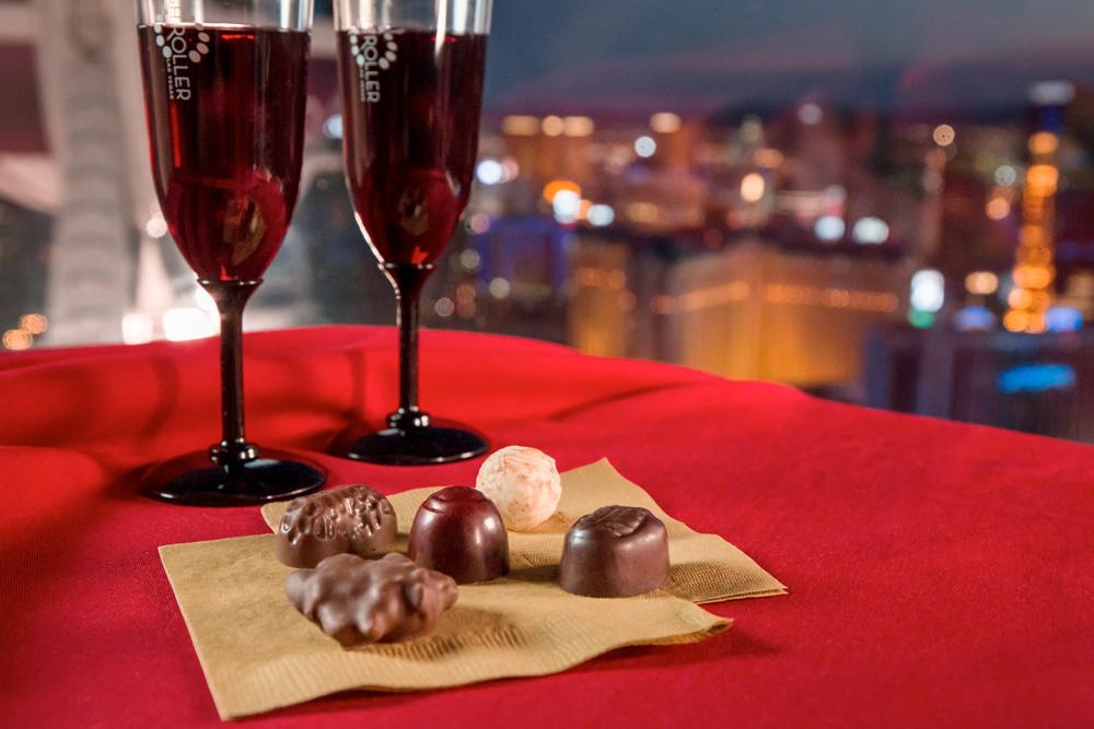 Delikat, hva? Særlig når mørket senker seg over Las Vegas blir det romantisk på toppen av pariserhjulet.