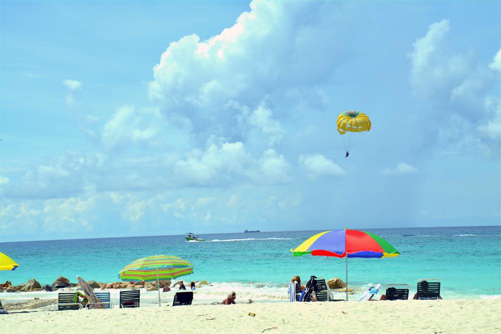 Karibia: Strandliv på Eagle Beach, Aruba. Foto: Yvette-Marie