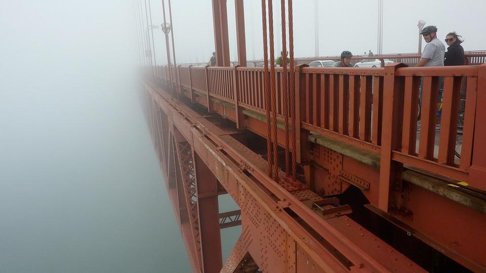 Golden Gate Bridge, 2,7 km lang og populær å gå eller sykle frem og tilbake.