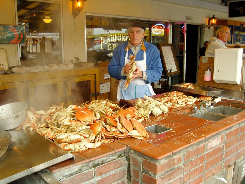 Fisherman's Warf i San Francisco er kjent for all sin deilige sjømat du kan få på restauranter eller spise mens du vandrer gatelangs.