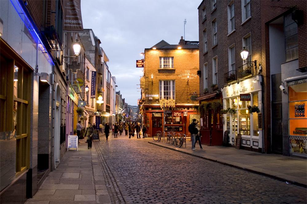 Området The Temple Bar er populært for både dublinere, irer ellers og tilreisende.