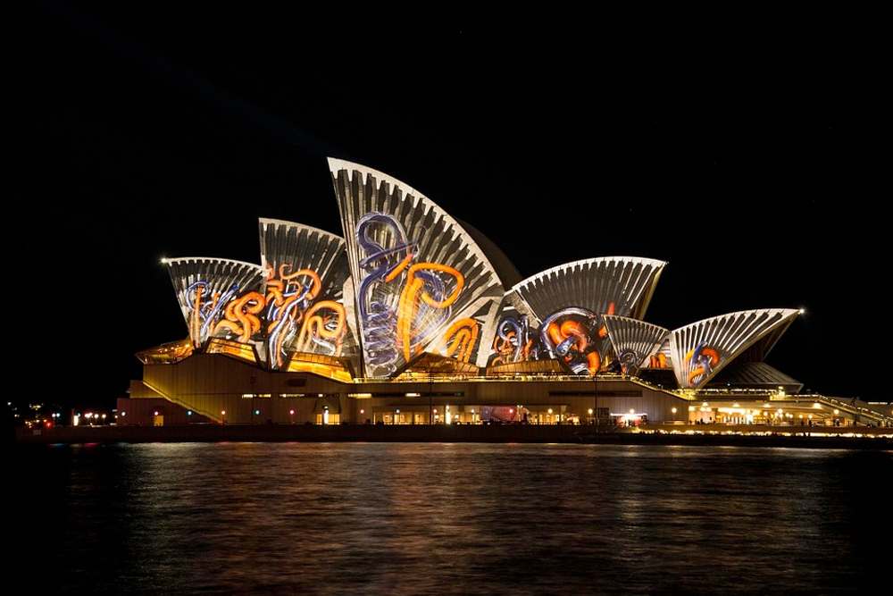 Sydneys store ikon; operaen blir ofte lyssatt i fascinerende mønstre.