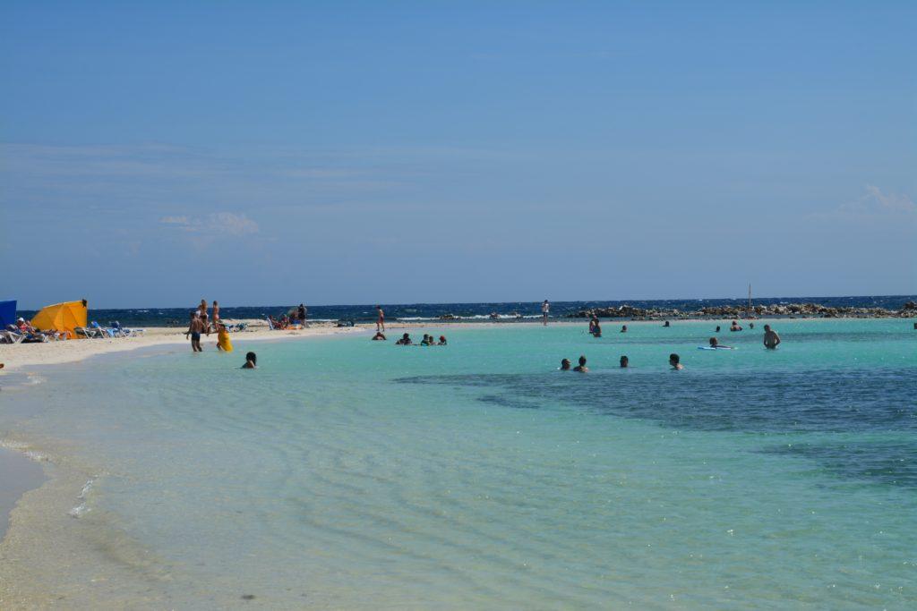 Karibia: Baby Beach ligger i en beskyttet lagune sør på øya. Foto: Yvette-Marie Solem