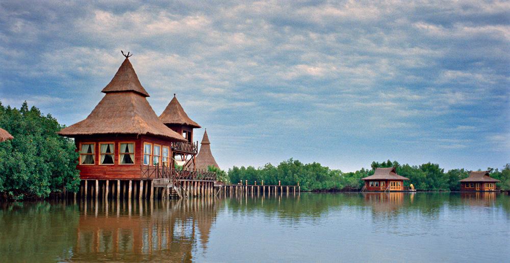 Ved kysten er landet selve symbolet på tropisk ferieparadis.