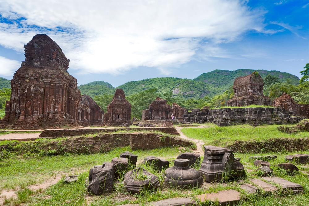 Det gamle keiserriket i Hué og ruinene ved My Son er begge på UNESCO-listen.