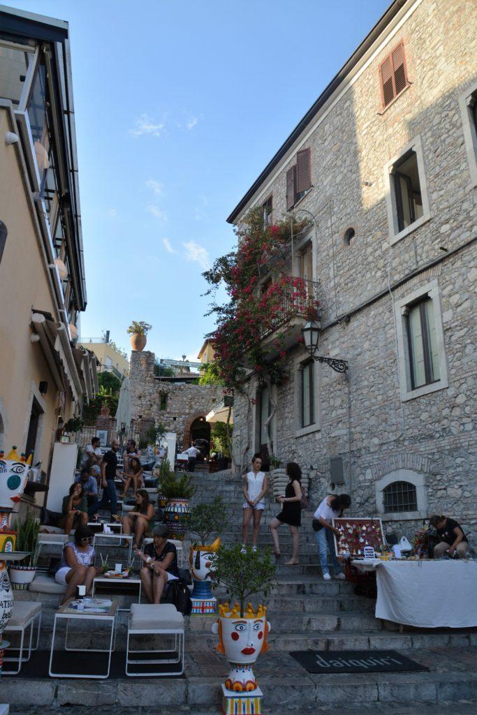 Sicilia: Taormina har utallige spisesteder også i sidegatene. Foto: Yvette-Marie Solem