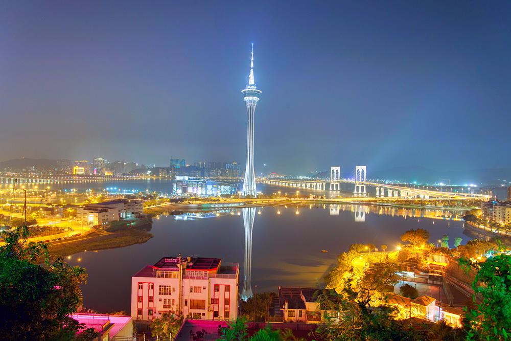 Få med deg Macau Tower og spennende kasinoer i denne tidligere portugisiske kolonien. Bilde: Tristan Schmurr