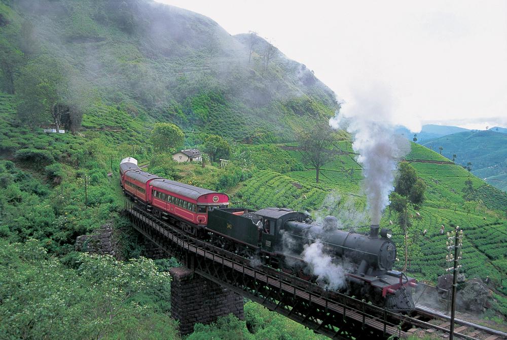 En tur med veterantog gjennom vakkert landskap rundt på Sri Lanka.